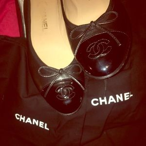 Authentic Chanel calf and patent black flats